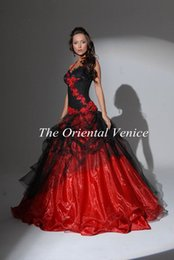 Wholesale Red and Black Ball Gown Gothic Wedding Dresses Halter Backless Lace Appliques Custom made colored Victorian Bridal Gowns Vestidos de Novia