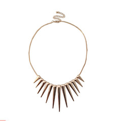 European and American Fashion Jewelry texture golden tassel short necklace