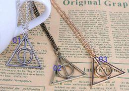 Wholesale 2000pcs Harry Potter Reliquias de la Muerte colgante collar de la manera de la película Triángulo de cadena larga collar retro Collar en stock