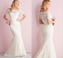 Wholesale Short Lace Bridal Bolero Mini Length Off The Shoulder Short Sleeves Appliques Beaded Covered Button Sexy Wedding Dress Jacket Winter