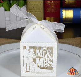 100pcs Laser Cut Hollow Bride and Groom Mr&Mrs Ribbon Wedding Party Baby Shower Favor Gift Ribbon Candy Box Boxes