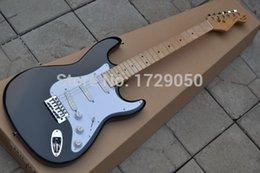 Vente en gros de gros qualité - HOT SALE noir Eric Clapton Signature Maple touche électrique guitare Livraison gratuite 719 signature guitars for sale for sale à partir de guitares de signature à vendre fournisseurs
