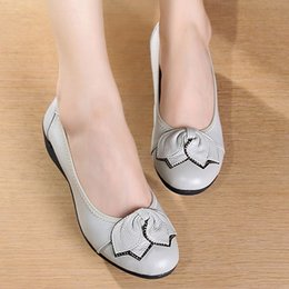 Wholesale Shanghai second shoe factory leather girls shoes MOM shoes have old shoe leather soft sole shoes wedges women s shoes