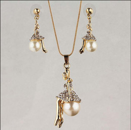 Free shipping New Fashion 18k Yellow Gold Filled Pearl Girl Clear Austrian Crystal Necklace Earring Chain Jewelry Set