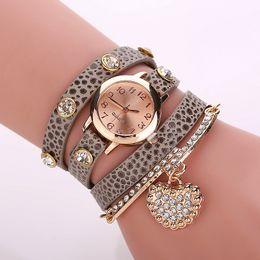 Cuero reloj pulsera corazón en Línea-2016 Nuevas mujeres de la llegada visten el reloj del cuarzo del Rhinestone de las señoras de los relojes del reloj de la pulsera del abrigo del cuero del corazón de los relojes W76