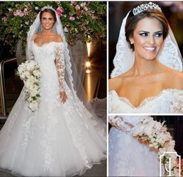 Wholesale Beautiful Off Shoulder Style Appliqued Lace Style A line Wedding Gowns Modest Long Sleeve Bridal Gowns Floor Length Wedding Dress