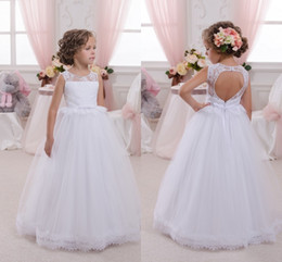 2018 White Long Flower Girls' Dresses Sheer Crew Neck Lace Top Christening Wedding Party Dress with Belt Open Back First Communion Dresses