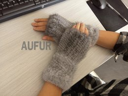 Wholesale-Classical Real  Mitten Unisex Knitted Gloves Winter Fashion Style Fluffy and Warm AU00650