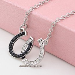 Wholesale Hot Sale TOP NEW Equestrian Horse Jewelry Made of Zinc Alloy with Black and White Czech Stones Double Horseshoe Pendant Necklace