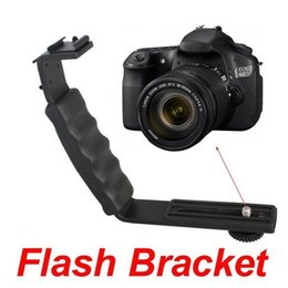 Canada Double Hotshoe en forme de L Flash Bracket Pour LED Flash Video Lumière, Micphone / 2 Sabot conduit support de lampe vidéo Offre