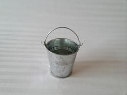 Wholesale D7 H7CM Cheap Metal cup Planter tin box Iron pots wedding favor holder