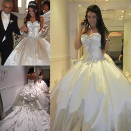 Luxury Chapel Train Wedding Dresses Ball Gown Sweetheart Crystals Ruched 2019 Spring Bridal Gowns Taffeta Custom Made Wedding Gowns