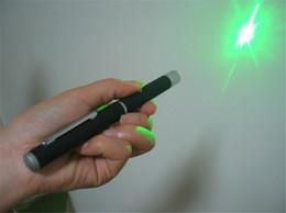 Wholesale 5mW nm de la luz verde del laser colors rayo láser puntero Pen Emerg montaje Noche Caza enseñanza de Navidad de regalo caja de paquete al por menor de DHL