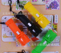 Wholesale 2015 Hot New Plastic Focus Zoom Flashlight Small LED Flashlight Outdoor Gear Camping Applications Daily night riding exploring