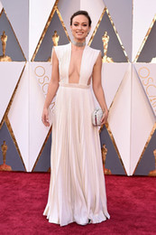 Olivia Wilde 2016 Oscar Celebrity Dresses Sexy Crew Neckline Pleated Floor Length Dresses With Cutout Sheer Back