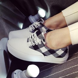 Wholesale Exquisite fashion trend in grid control bind large base of the production process fresh art van ms recreational canvas shoes