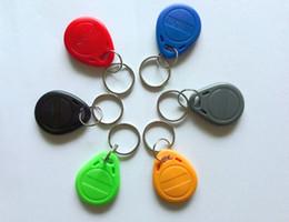 Descuento token de tarjeta de identificación El envío libre 100pcs / Lot Tag RFID de proximidad ID Token etiqueta Anillo 125Khz Clave 125KHZ tarjeta RFID bule rojo amarillo