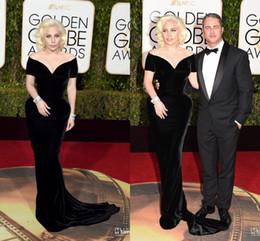 2017 alfombra roja del hombro fuera 2016 vestidos de Lady Gaga Sexy Negro Hombro largos vestidos de noche de la sirena de Red Carpet V Fiesta de la celebridad del cuello 73a Golden Globe Awards alfombra roja del hombro fuera outlet