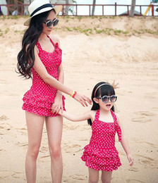 Wholesale-Mother and Girls Swimming Clothing Super Quality Dot One-piece Family Holiday Swim Set Mom and Daughter Swimwear