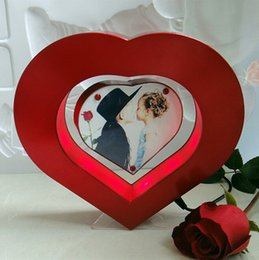 Wholesale 50 magnetic levitation floating photo frame display stand heart shape mgnetc picture table display stand for wedding gift