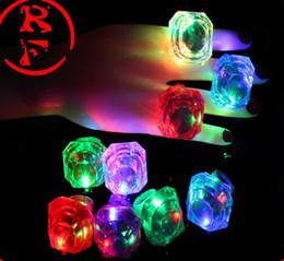 Acheter en ligne Discothèque clignotant conduit-Large anneau de diamant lumineux LED anneaux émettant des produits LED clignotant lumière anneau Party Lights Finger Halloween lumières Festival de Noël