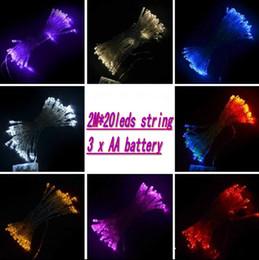 Descuento luces de hadas blancas con pilas Cuerdas 3xAA batería 2M 20LED energía mini luces de hadas de la batería Operado luces blanca caliente Azul Blanco Amarillo Verde Violeta decoración de Navidad