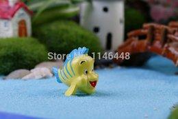 Wholesale-20 pcs 30x30 mm Resin Yellow Fish Mininature Figurine Cute Mini fish
