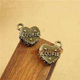 Wholesale pieces MM antique bronze plated vintage heart cookie shape word plate carve charms pendant diy jewelry hm322