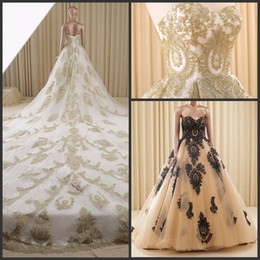 Gorgeous Hold Or Black Lace Applique Cathedral Long Ball Gown Wedding Dresses Sweetheart Sexy Bridal Gowns No Sleeve Prom Dress Exquisite