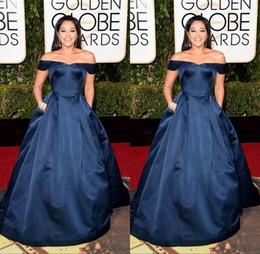 Descuento alfombra roja del hombro fuera 2016 la celebridad de la alfombra roja vestidos 73a Globos de Oro Gina Rodríguez satén largo del Apagado-Hombro Azul marino de noche formal de los vestidos vestido de fiesta