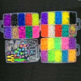 Venta al por mayor 12000 Bandas de goma colorida pulsera de Loom Haciendo kit de la Infancia 7004 Craft canal de pulsera desde banda de goma al por mayor del kit de pulsera fabricantes