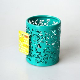 Wholesale Creative round metal hollow fashion color Xiuhua barbed wire optional six color pen holder