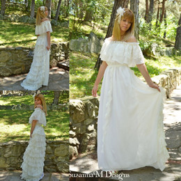 Vintage Lace Ivory Bohemian Wedding Dresses Off the Shoulder Cacading Ruffle Hippie Wedding Gowns Maxi Gypsy Girl Boho Bridal Dress