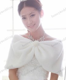 Faux Fur Bridal Wraps Wedding Jacket Bride Capes Winter Beige Pearl Ball Thermal Fur Shawl Bolero Women Bridal Coat Ivory Bridal Accessories