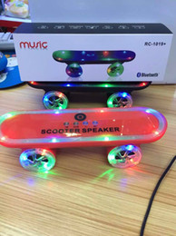 Wholesale manufacturers Christmas Gift LED Flash Kick scooters Mini bluetooth speakers wireless Subwoofer Stereo Portable Skateboard speaker
