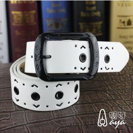 Femmes boucles de ceinture gros à vendre-Vente en gros de haute qualité hommes et les femmes Imitation générale cuir PU de haute qualité en alliage boucle de ceinture de ceinture Ladies fashion Joker évider ceintures