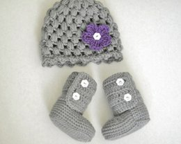 Wholesale-NEW Handmade Crochet cute Newborn hat and boots sets photography props baby white hat with a pink flower and pink shoes