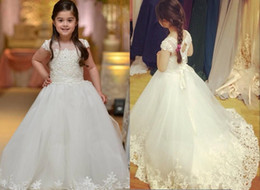 Sweet Ivory Ball Gown Kids Formal Evening Gowns For Communion With Cap Sleeves Lace Appliques Sweep Train Flower Girls Dresses For Weddings