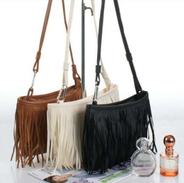 Promotion porte-monnaie sacs à main Hot Sale Mode Femmes glands Fringe Faux Suede Shoulder Messenger Sac à main croix Sac à main Sac à main en cuir PU