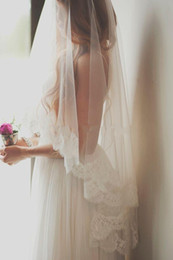 2015 Romantic Cheap Bridal Veils One Layer Fingertip Length Wedding Veils with Lace Edge White Ivory Veils for Bride Free Shipping