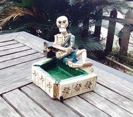 Free shipping wholesalers ----- 2015 new Mahjong resin skull ashtray personality, product size 12.5 * 8.5 * 12.5cm, personalized gift boy