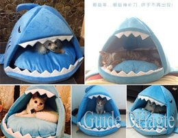 Wholesale Warm Soft Cat House Winter Pet Sleeping Bag Very Beautiful Shark Dog Kennel Cat Bed Puppy Small Dog Cushion Sofa pet products