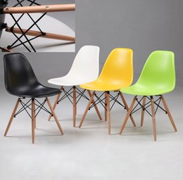 Wholesale polymer furniture The modern popular plastic chair Leisure dining chair Composition of synthetic resin and solid wood legs