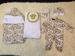 Wholesale Brand fashion Newborn Sets clothing Baby s amp Kids long sleeve Romper with hats bibs blankets with Hold by