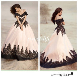 Arabic Prom Dress 2019 Vintage Off the Shoulder Black Lace Ball Gown Backless Satin Formal Evening Gowns Party Celebrity Dresses