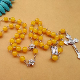 2016 New Fashion Catholic Jewelry Metal Flower Yellow Glass Beads Rosary Jesus Croos Pendant Religious Necklace