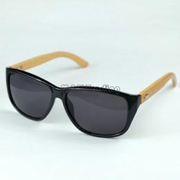 Gafas de diseño fresco en Línea-Gafas de sol del deporte del Mens de la vendimia Gafas de sol de madera del diseñador Marco redondo fresco Eyewear negro 4 colores 12pcs mucho