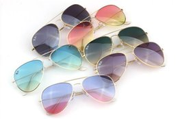Wholesale New Men and Women Same Fashion Sunglasses Cheap Outdoor Sunglasses Popular Special Full Box Color Popular Beautiful Lens Cool