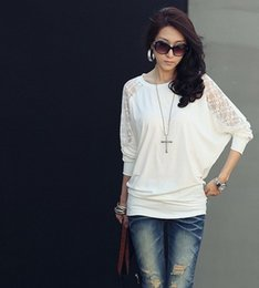 The new spring lace stitching bat sleeve T-shirt loose women long sleeved shirt stock code