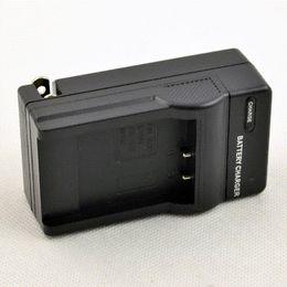 DSTE DC30 Cargador de pared para FUJI NP-50 Pentax D-LI68 Batería KODAK KLIC-7004 FinePix F100fd Cámara digital F200EXR Optio S10 S12 desde baterías de la cámara digital de fuji fabricantes